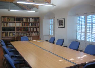 En la Sala de Investigadores se puede consultar una extensa bibliografía general y local