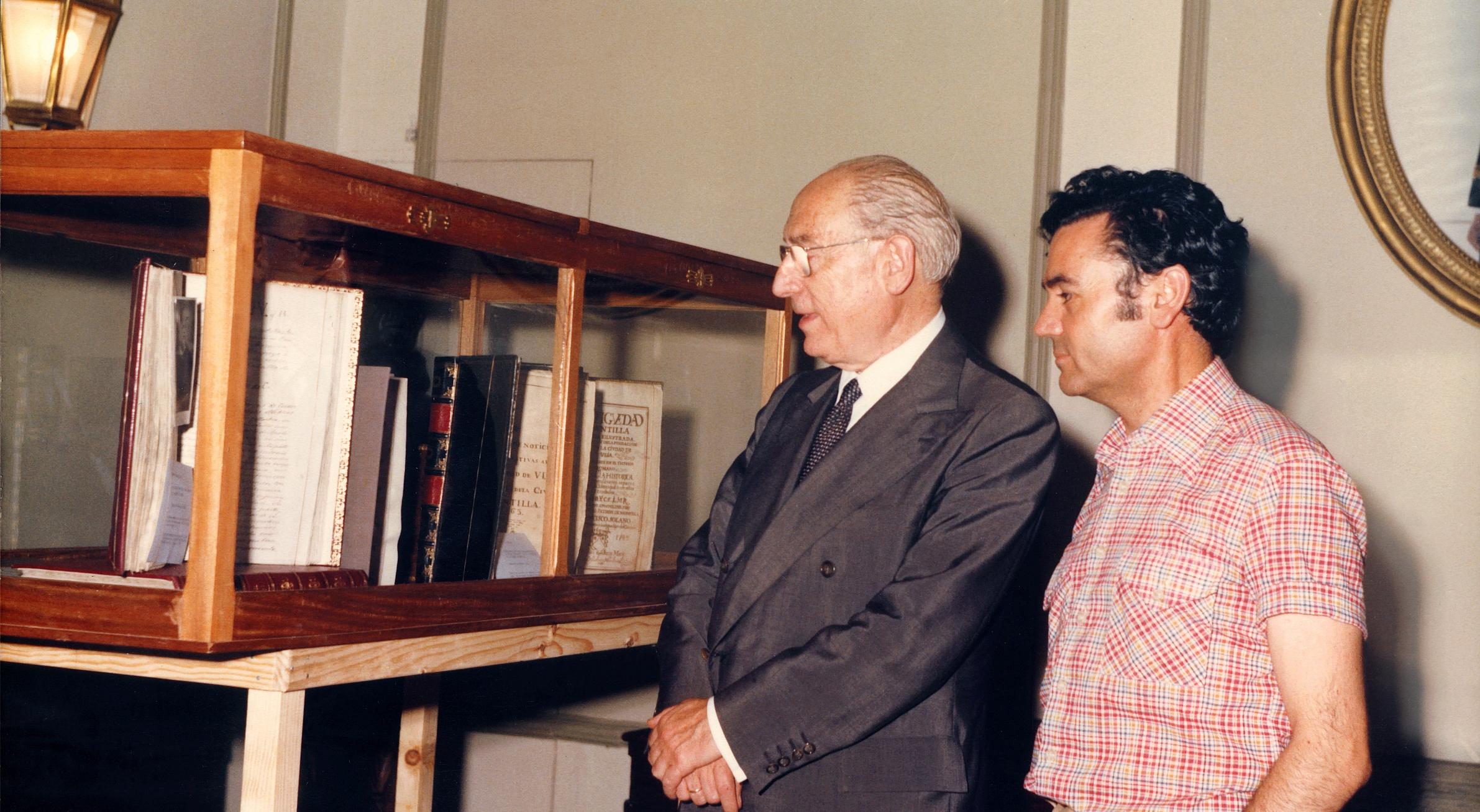 Manuel Ruiz Luque con Enrique Tierno Galván